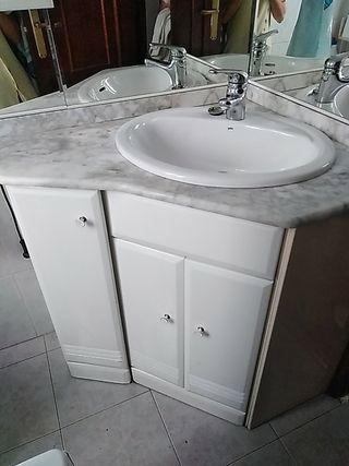 Mueble Lavabo Esquinero.Armario Con Espejo De Segunda Mano En La Provincia De Burgos