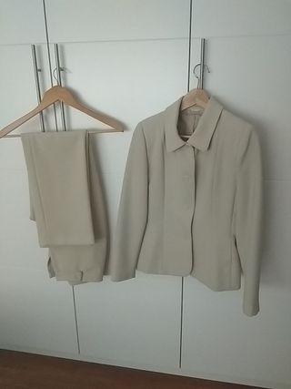 precioso traje beige T 38/ 40