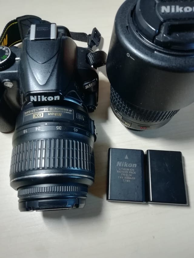 Nikon D3100 con objetivos de 18-55mm y 55- 200mm