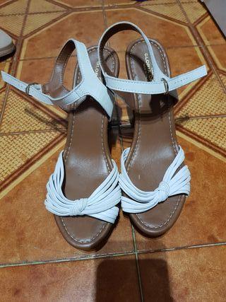 sandalias Gloria Ortiz blancas