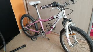 Bicicleta de niña specialized Hotrock 20 Pink .