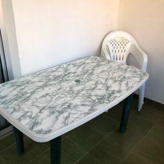 Mesa y sillas jardin