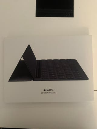 Smart keyboard apple