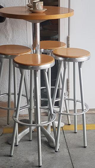 Mesa alta con taburete