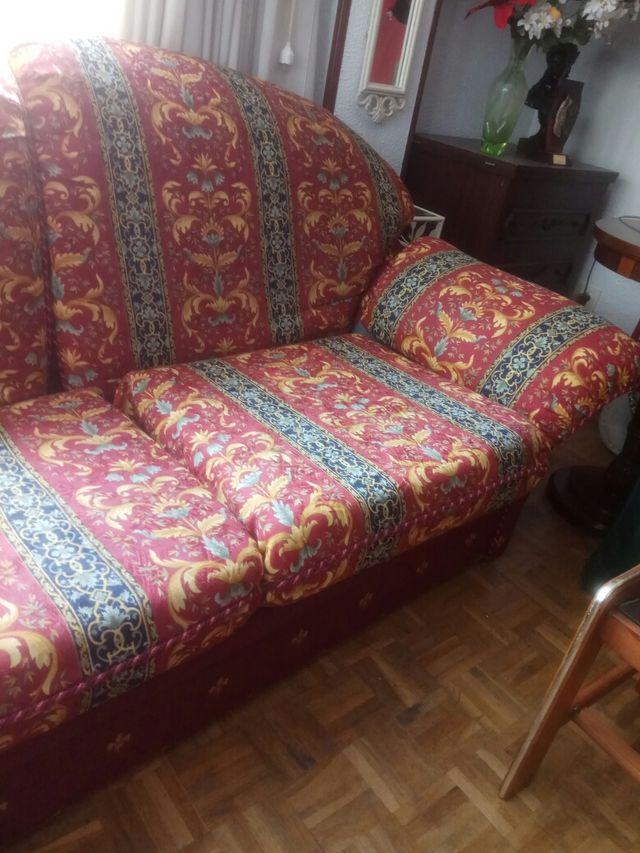 Sofá dos plazas amplias.