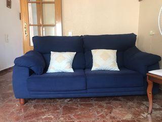 Sofa color azul marino. Se venden por separado.