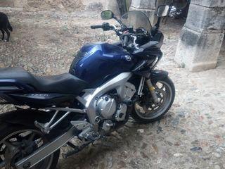 se vende moto carretera