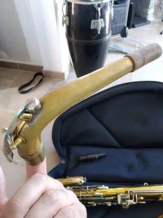 saxofón barítono conn