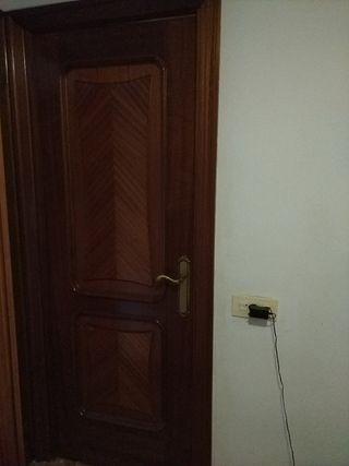 Puertas de madera maciza lacadas