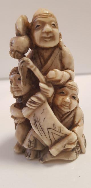 figura oriental de marfil