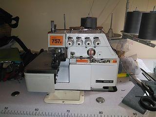 máquina industrial Siruba 757
