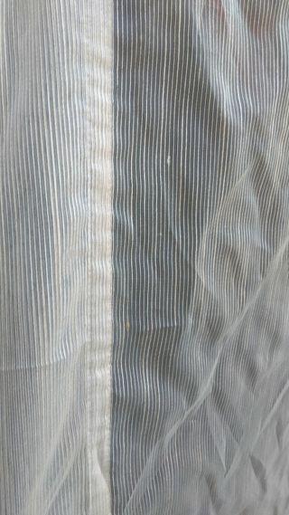 estor con Velcro mide 1'63 de ancho x 2'32 de larg