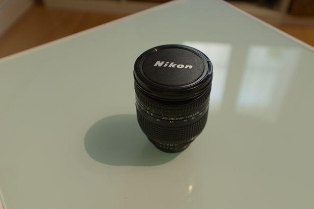 Objetivo full frame Nikkor 28 - 200 , f 3.5 - 5.6