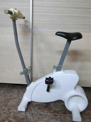 Bicicleta estática Cyberbike para Wii completa
