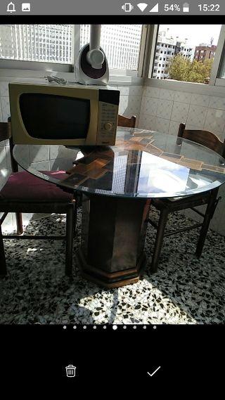 mesa con microondas