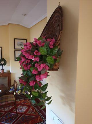 cesto con flores de tela