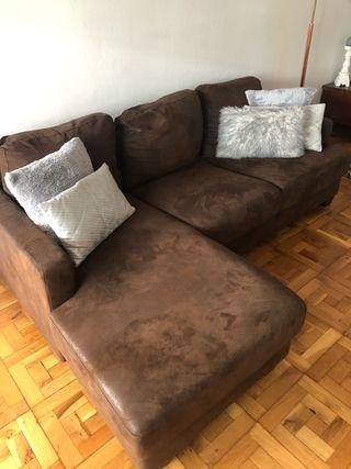 Sofa esquinero de 3-4 plazas color Marrón