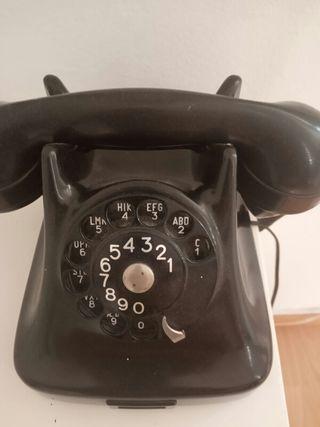 Teléfono baquelita antiguo