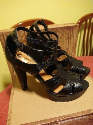 Sandalias de tacón de piel de segunda mano en Sant Cugat del