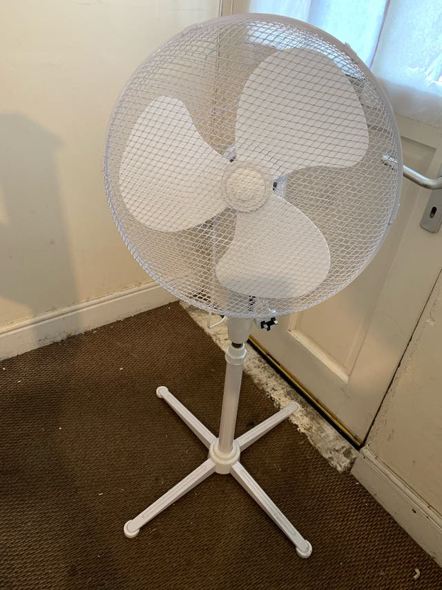 Almost new standing fan