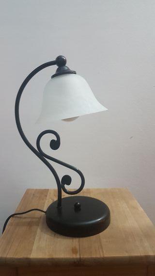 Lámpara mesa negra tipo modernista Art Nouveau