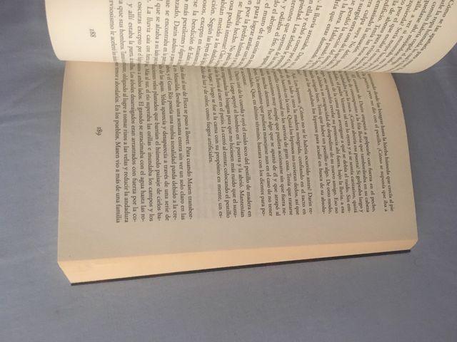 Libro Bajo la hiedra