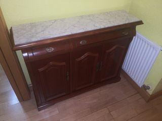 Mueble recibidor de madera de cedro y mármol