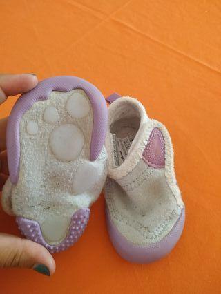 REGALO zapatillas blandas bebé 20