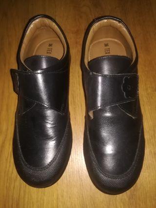zapatos colegial sin extrenar