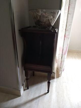 mesa auxiliar caoba