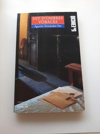 """Llibre """"Nit d'ombres voraces"""""""