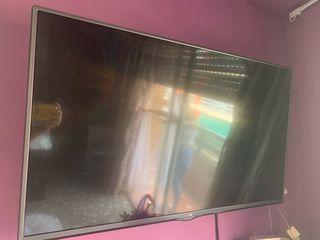 """Televisión LG 40"""" con pantalla rota"""