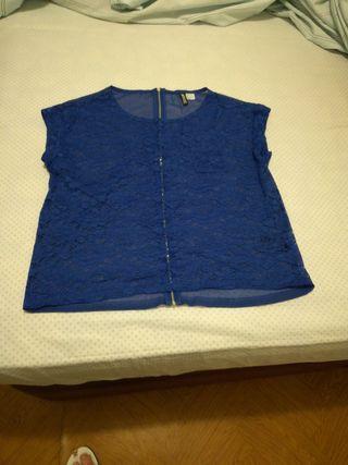blusa de encaje y transparente la espalda