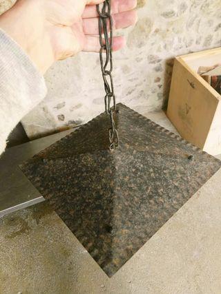 farol antiguo de forja con filigrana