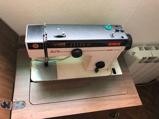 Máquina de coser ZIG ZAG antigua