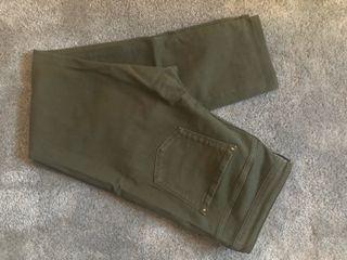 Pantalón verde caqui talla 42