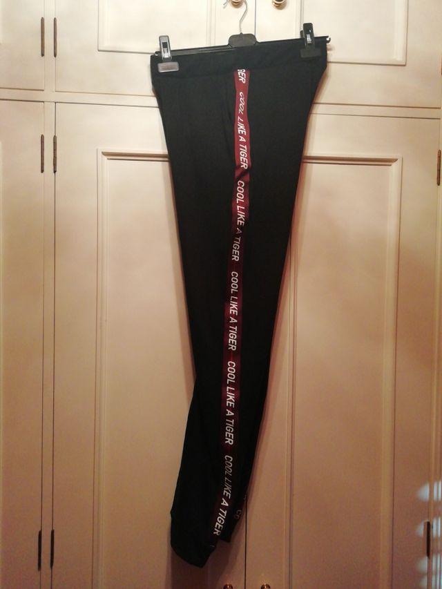Pantalón malla leggin talla S negro letras granate
