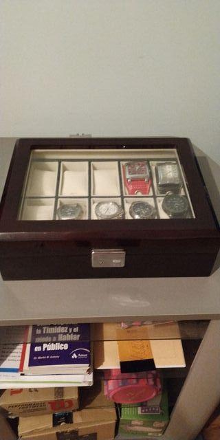 Relojero exposición de relojes en madera caoba