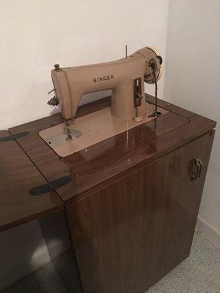 Máquina de coser singer con pedal y armario