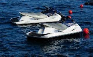 Grupo motos acuáticas LEER