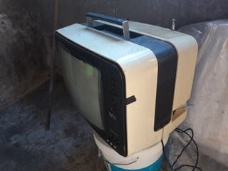 se vende televisión antigua