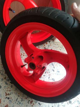 ruedas de Motos piaggio de agua