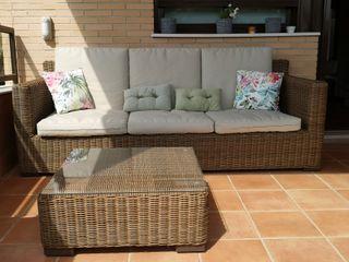 Conjunto jardín: sofá 3 plazas, mesita, puff