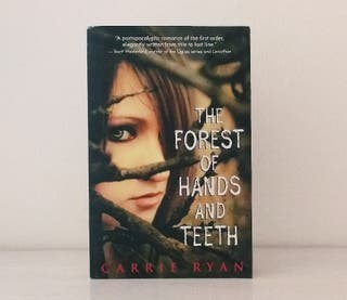 Libro juvenil: The Forest of Hands and Teeth