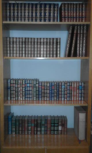 Pack de libros para decoración o lectura.