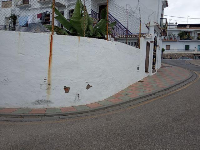 casa en venta con posibilidad de construir en patio (Frigiliana, Málaga)