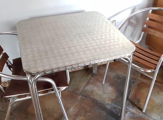 Mesa para exterior o interior