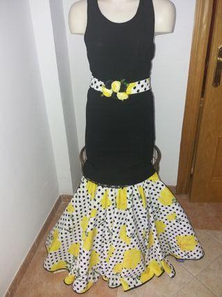 Traje flamenca nuevo talla única muy bonito