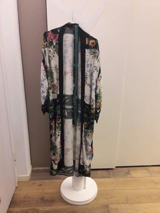 Precioso kimono floral de Zara