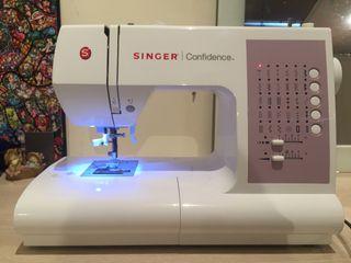 Maquina de coser SINGER 7463